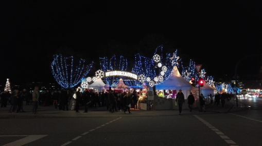 Lyset fra Julemarkedet ved kanalen