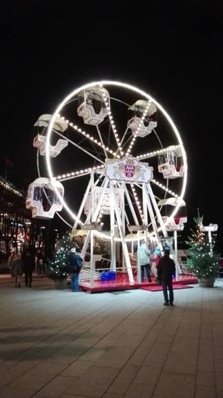 Pariserhjul på julemarked ved kanalenn