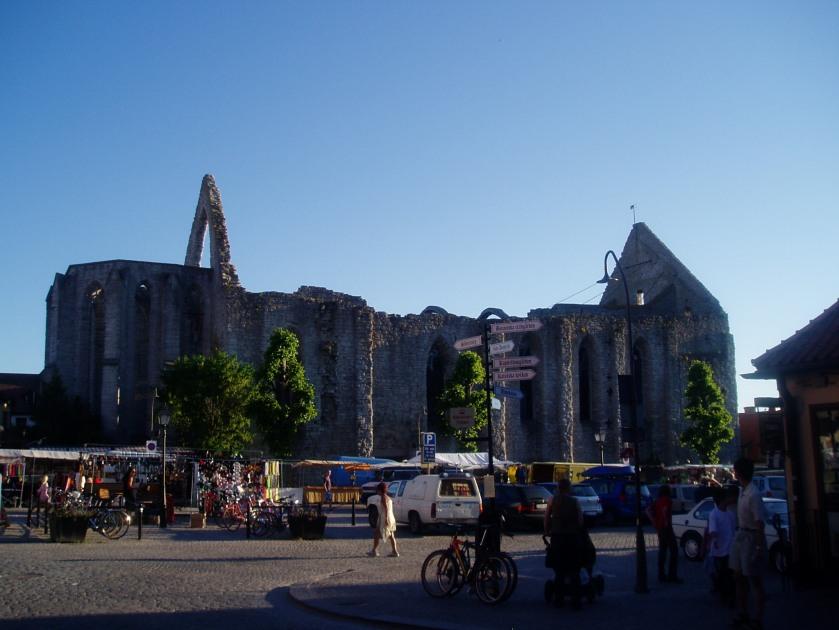 Den Gamle krikeruin en en sammebygning af Franciskanermunkenes Santa Karin og Dominikanermunkenes santk Nicolaus - kirken dateres tilbage til 12-1300 tallet hvor Santa Karin var byens domkirke