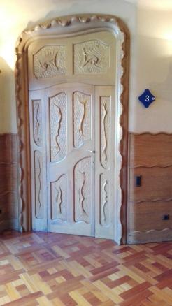 En af hoveddørene i Casa Batllò