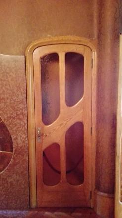 Hver en dør har sit eget udtryk i Casa Batllò