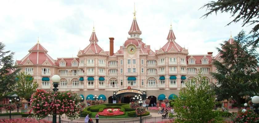Det fem stjernede Disney hotel som ligger lige over indgangen til Disney parken
